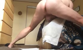 Shitting a lot on white towel