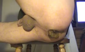 Guy with big ass pooping